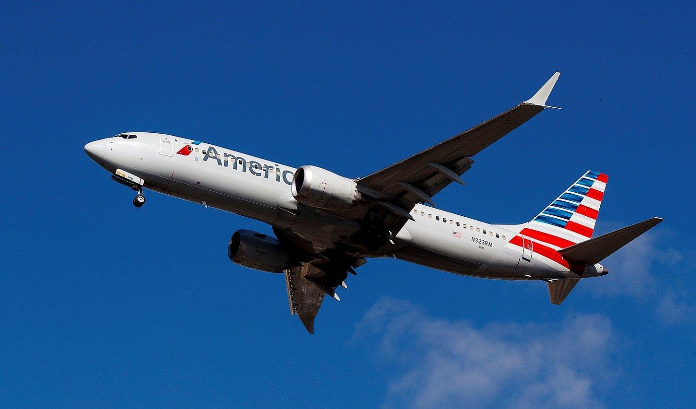 Boeing 737 Max 8 hegazkin bat aireratzen, atzo, New Yorken. AEBetan ez dute debekatu hegaldirik. ©JUSTIN LANE / EFE