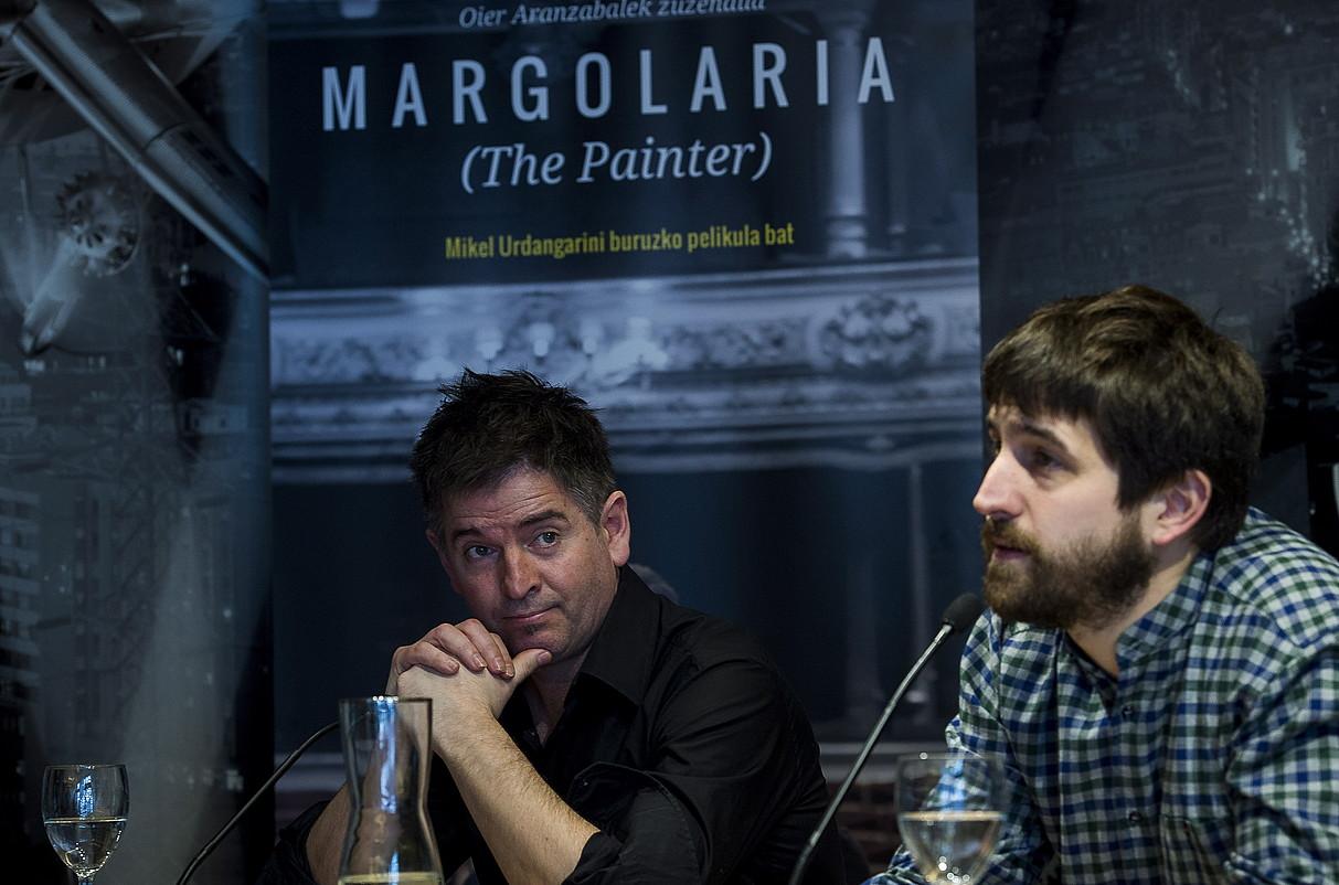Mikel Urdangarin musikaria eta Oier Aranzabal zinemagilea, atzo, Bilboko BBK aretoan <em>Margolaria'</em>filma aurkezten.