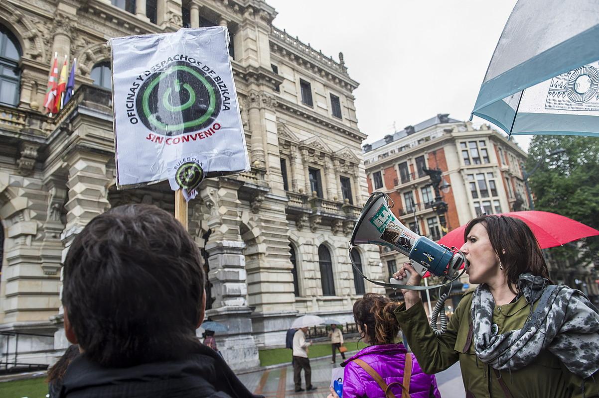 Bulegoetako langileen protesta bat, Bilbon. ©MARISOL RAMIREZ / FOKU
