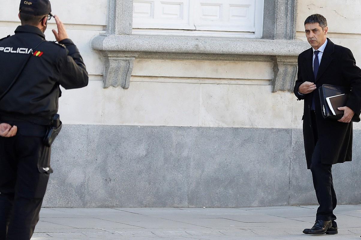 Josep Lluis Trapero Mossos d'Esquadraren buru kargugabetua Espainiako Auzitegi Gorenera iristen, atzo, Madrilen.