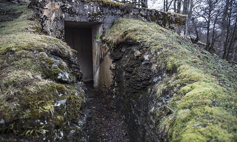 Aurizko ibilbideetan ikus daitezkeen bunkerretako bat.