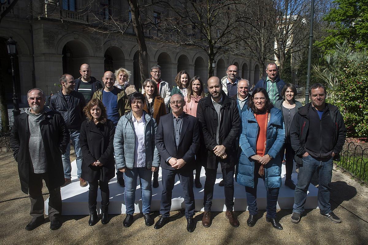 Gipuzkoako EH Bilduren foru hauteskundeetarako hautagaien taldea, atzo, Donostian.
