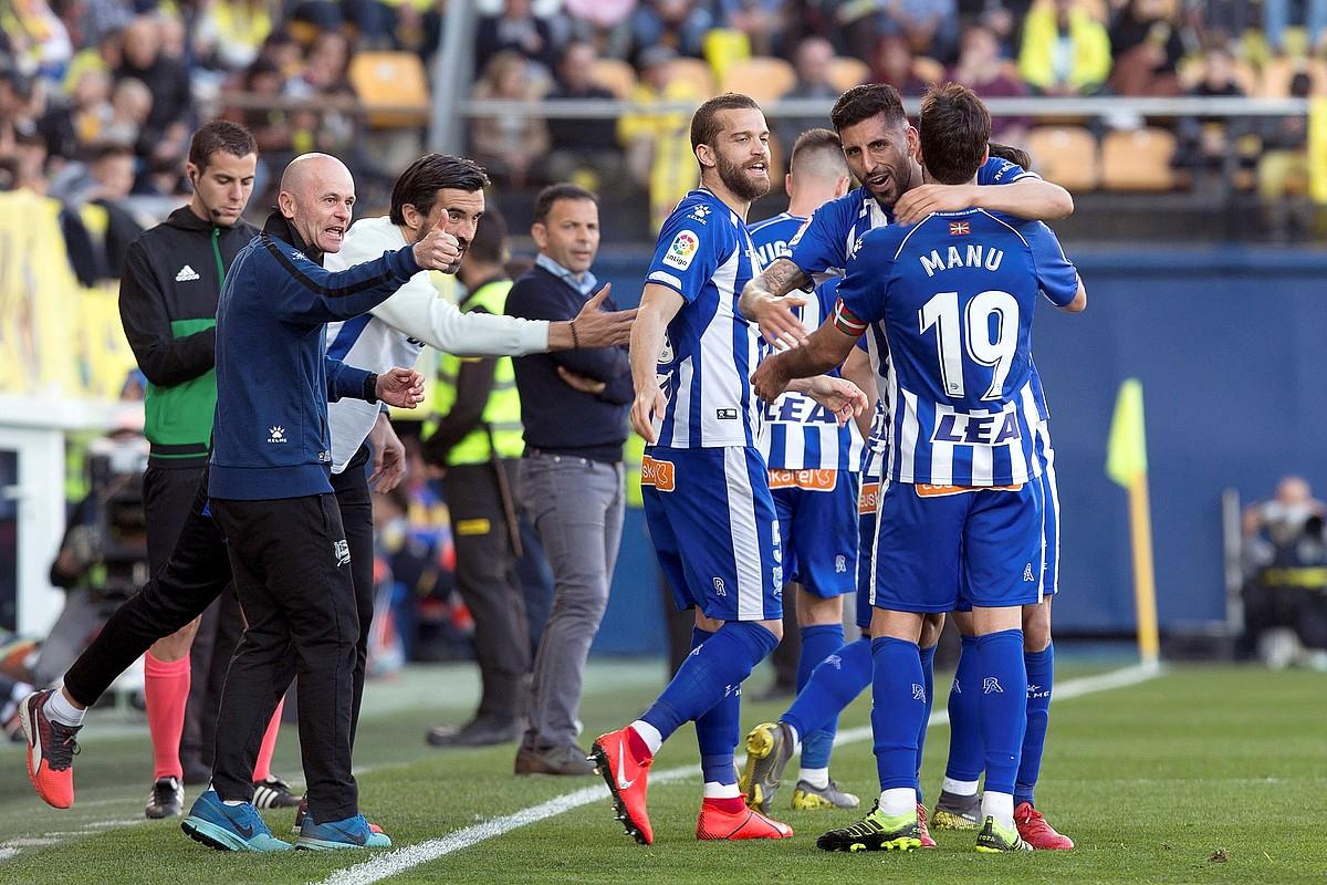 Laguardia, Maripan eta Manu Garcia Vila-Reali sartutako goletako bat ospatzen. ©DOMENECH CASTELLO / EFE