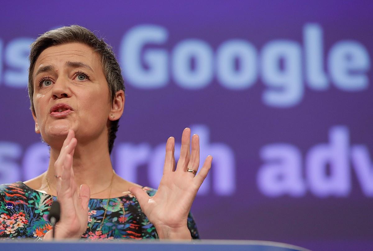 Margrethe Vestager Europako Batzordeko Lehia komisarioa, atzo, Googleri buruzko azalpenak ematen.