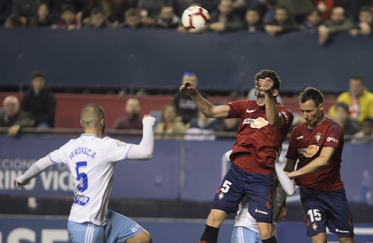David eta Unai Garcia Osasunako erdiko atzelariak, Zaragozaren aurkako partidan. ©JAGOBA MANTEROLA / FOKU