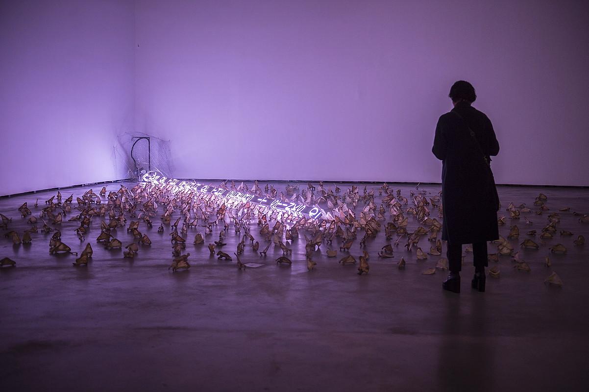<em>Jenny Holzer. Zera deskribaezina</em> erakusketak 150 pieza inguru biltzen ditu. &copy;MARISOL RAMIREZ / FOKU