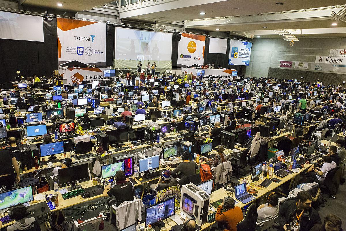 Informatikarekin lotutako hainbat jarduera izango dira asteburuan Tolosan. ©BERRIA
