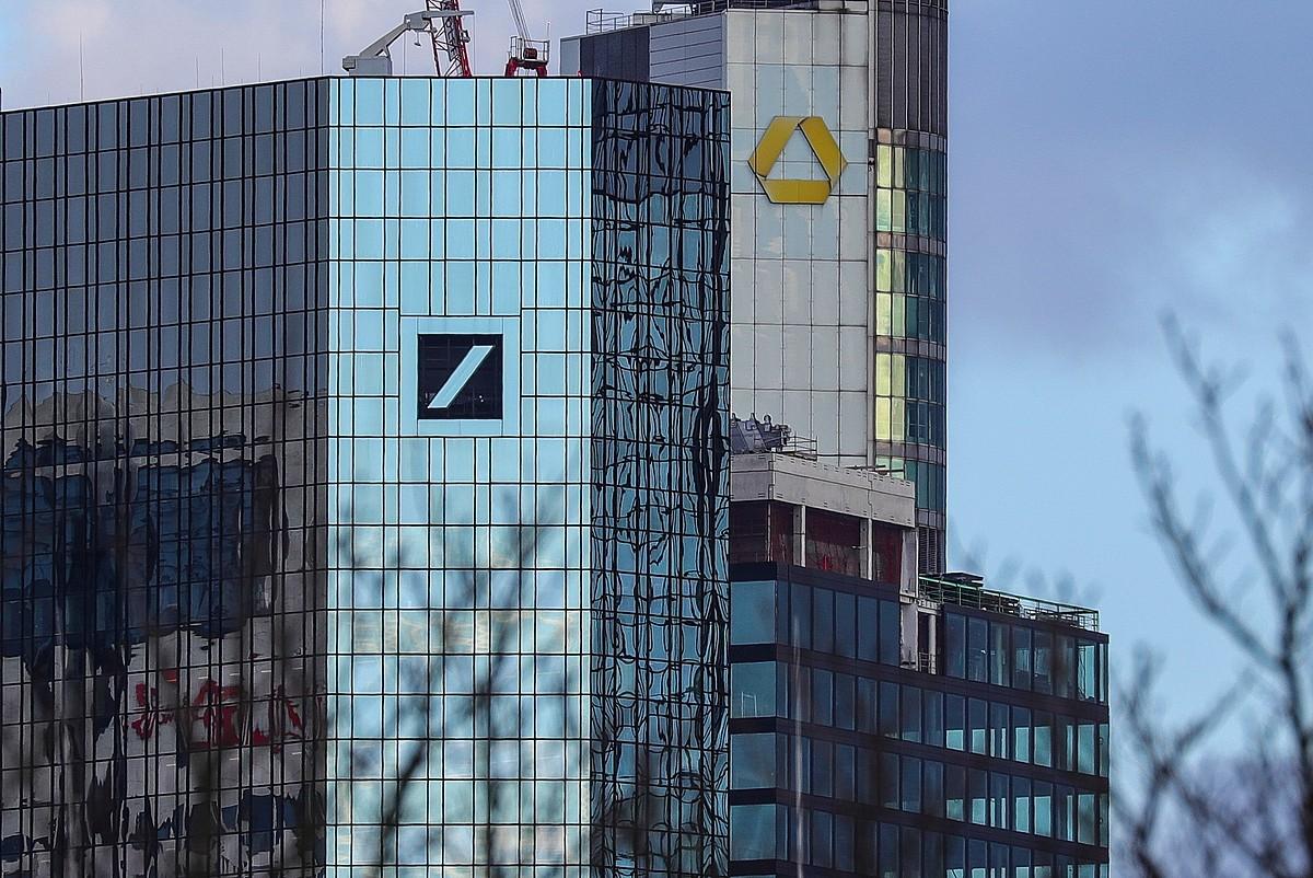 Elkarren ondoan daude Deutsche Banken eta Commerzbanken egoitzak, Frankfurten. ©ARMANDO BABANI / EFE