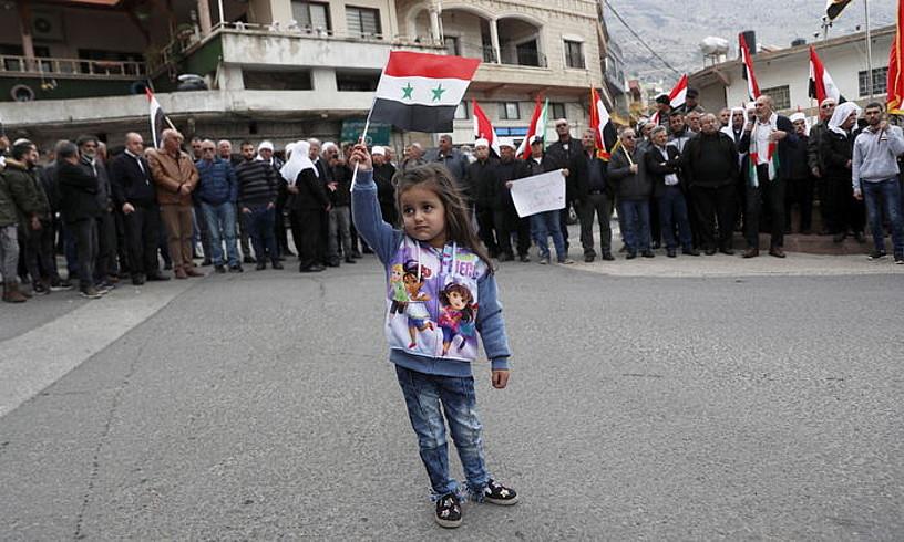 Golango gainetako Majdal Shams herriko drusoak, atzo, protestan, iragarpenaren ondoren. ©ATEF SAFADI / EFE