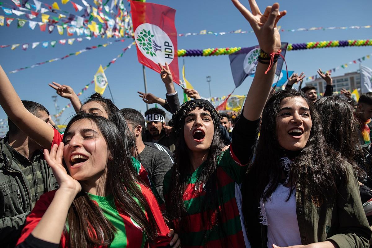 Kurduen Newroz jai nazionalaren ospakizunak, duela astebete, Diyarbakir hirian. ©SEDAT SUNA / EFE
