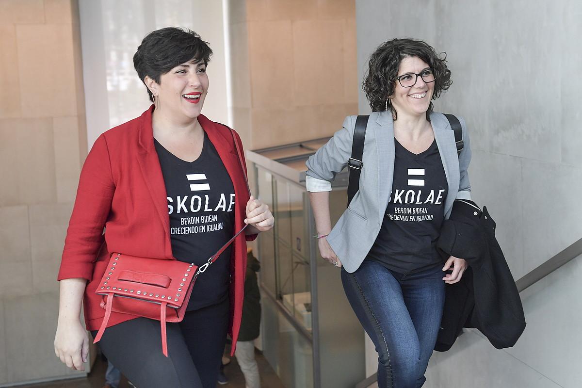Maria Solana Nafarroako Hezkuntza Kontseilaria departamentuko kide batekin. ©IDOIA ZABALETA / FOKU