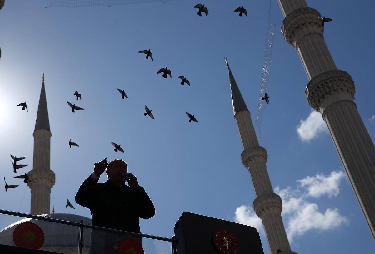 Erdogan presidentea kanpaina egiten, aste honetan.