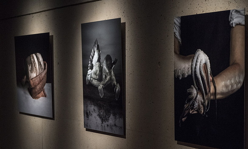 Cecilia Paredes artista peruarraren <em>El no retorno</em> erakusketako fotoperformanceak.