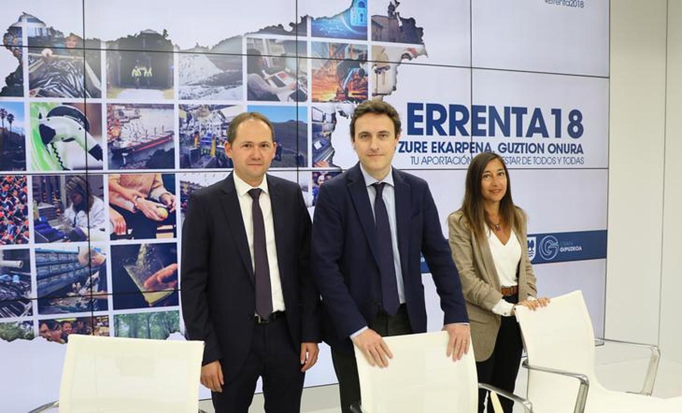 Jokin Perona, Jabier Larrañaga eta Yolanda Dominguez, atzo, Donostian. ©GFA