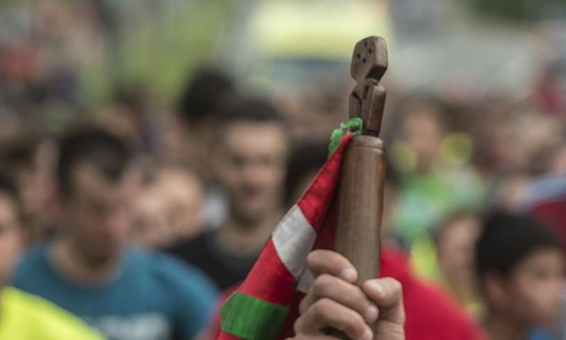 Korrikako mezu ezkutua daraman lekukoa astearte arratsaldean ibiliko da Arabako Errioxan. / MARISOL RAMIREZ / FOKU