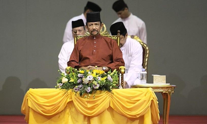 Hassanal Bolkiah Bruneiko sultana, atzo, Bandar Seri Begawango Nazioarteko Konbentzio Zentroan egindako agerraldian.