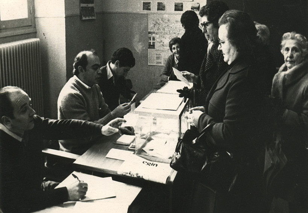 1979ko apirileko udal hauteskundeetako bozkaleku bat, Donostian. ©BERRIA