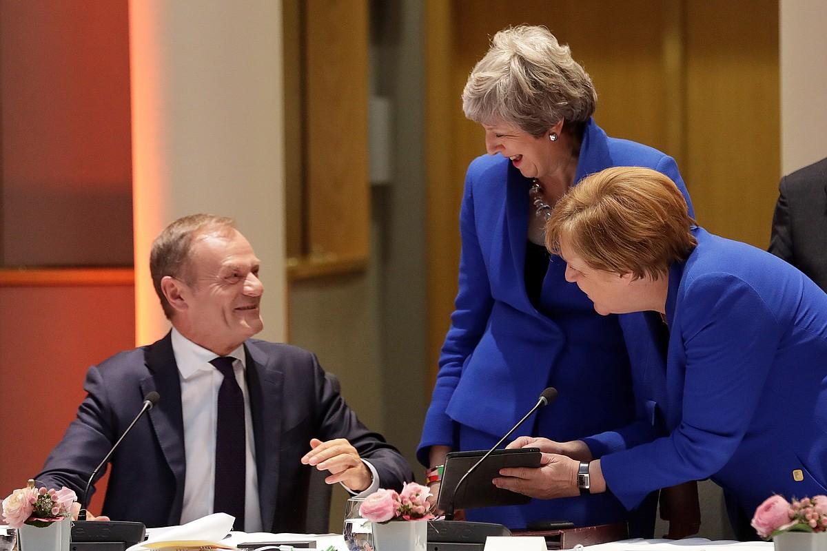 Donald Tusk, Theresa May eta Angela Merkel Europar Kontseiluaren bilera hasi aurretik, atzo. ©OLIVIER HOSLET / EFE