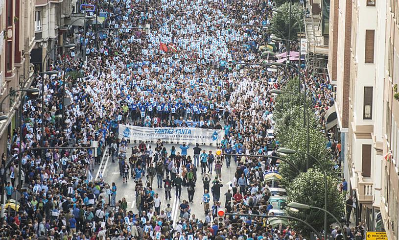 Herrira-ren aurkako polizia operazioa salatzeko manifestazioa Bilbon, 2013an. / JON HERNAEZ / FOKU
