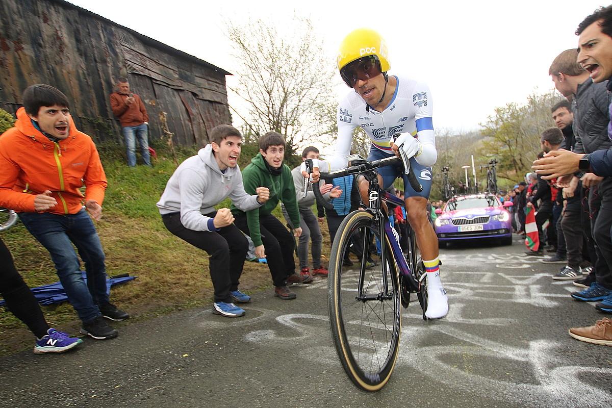 Daniel Felipe Martinez, ahalegin betean, Antioko igoeran, Euskal Herriko Itzuliko lehen etapan. ©OSKAR MATXIN EDESA / FOKU