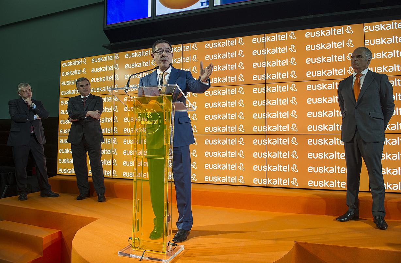 Garcia Erauzkin, Euskaltel burtsaratu zenean.