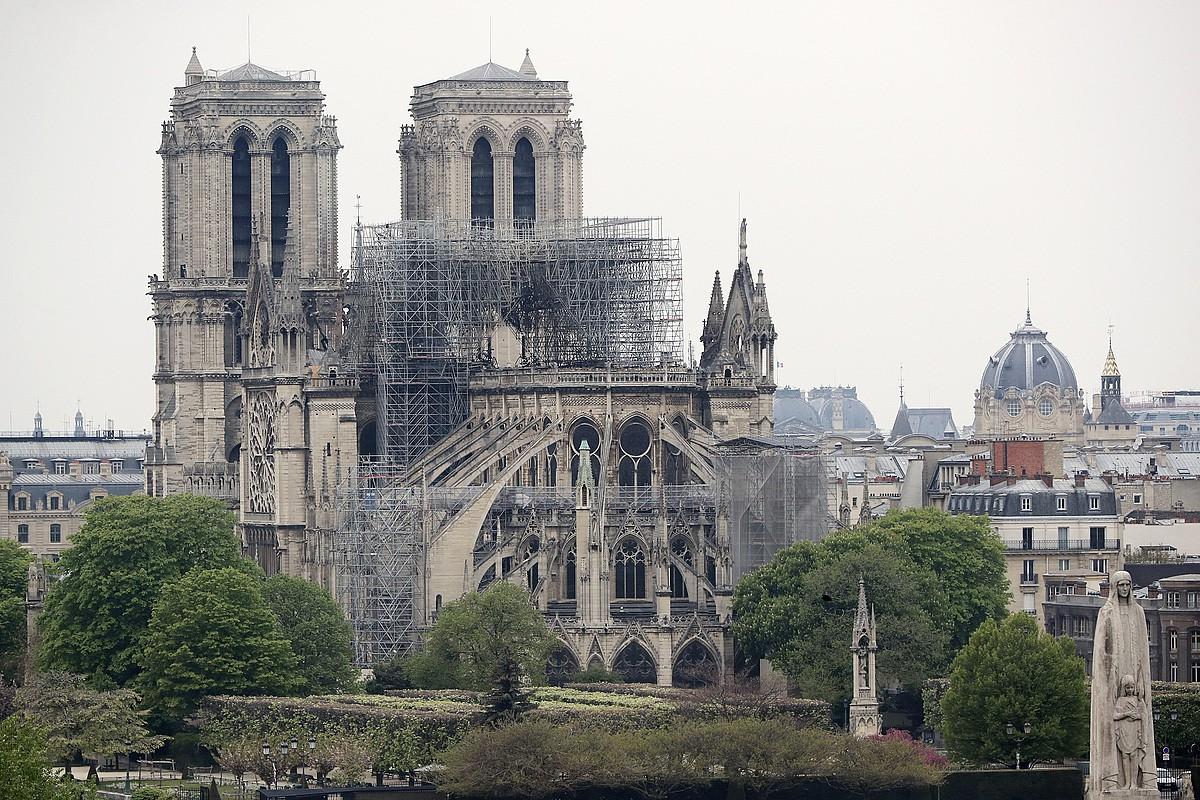 Notre Dame katedrala, atzo, sutearen ostean. ©CHRISTOPHE PETIT TESSON / EFE