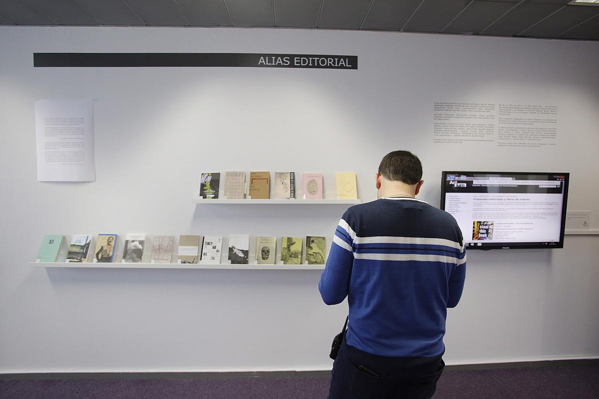 Askotariko artista-liburuak eta argitalpen proiektuen emaitzak daude ikusgai Gasteizko Artium museoaren erakusketan. ©ENDIKA PORTILLO / FOKU