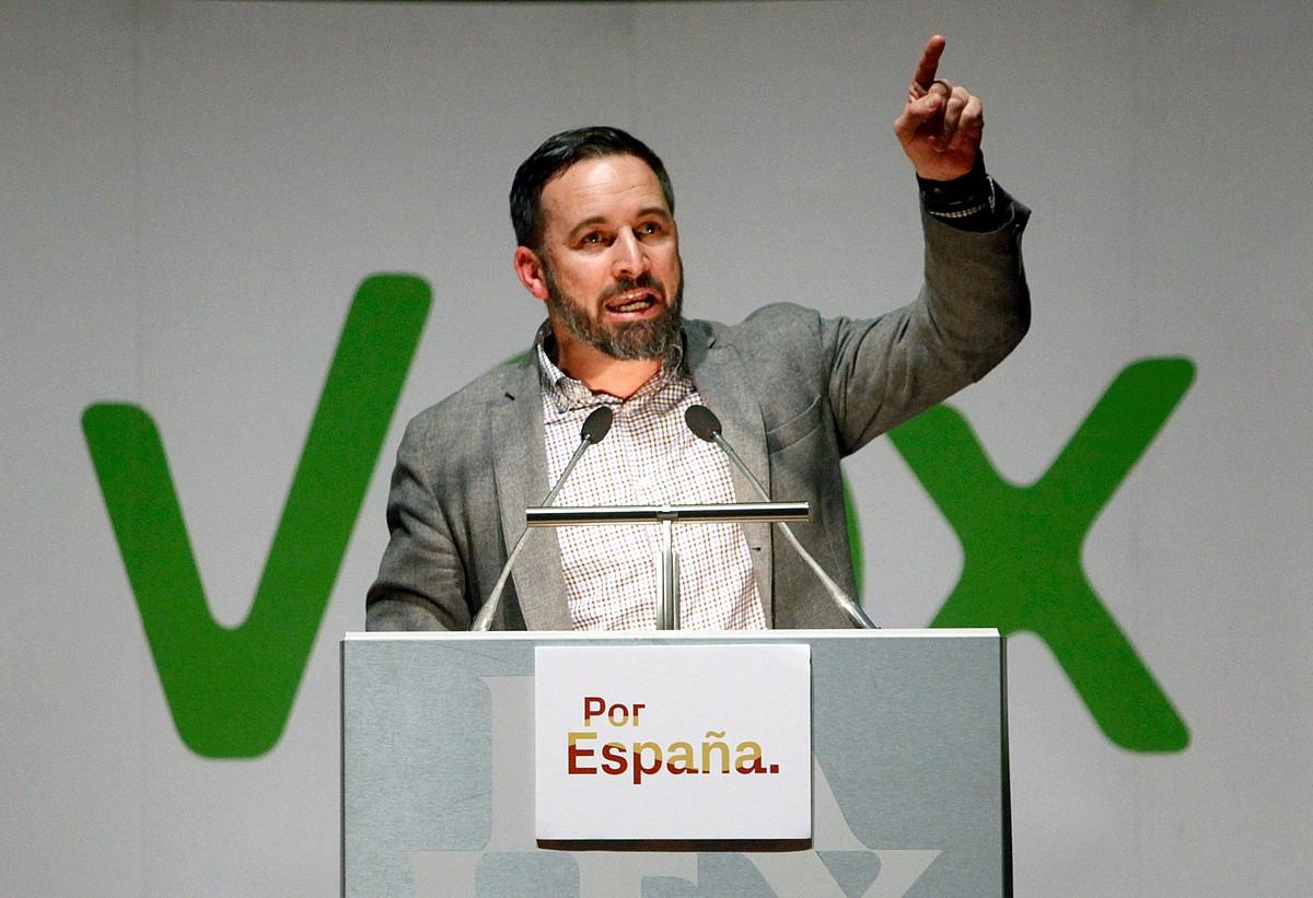Santiago Abascal Voxeko hautagaia, astelehenean, Coruñan, Galizian.
