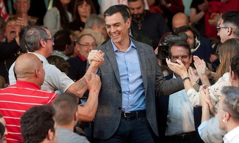 Sanchez Vigon (Galizia) eginiko mitin batean, iragan astean. / S. SAS / EFE