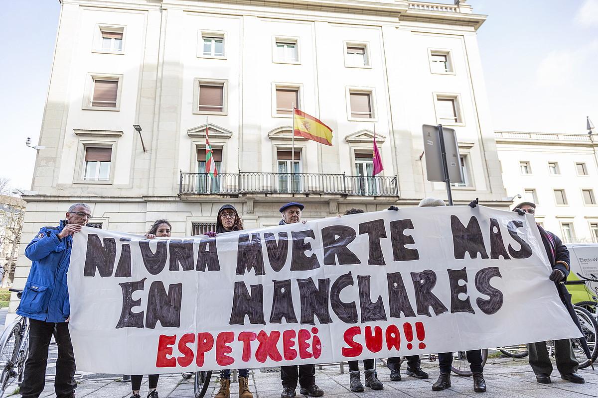 Salhaketak urtarrilean Gasteizen egin zuen elkarretaratzea, Zaballan hildako preso baten heriotza salatzeko. ©ENDIKA PORTILLO / FOKU