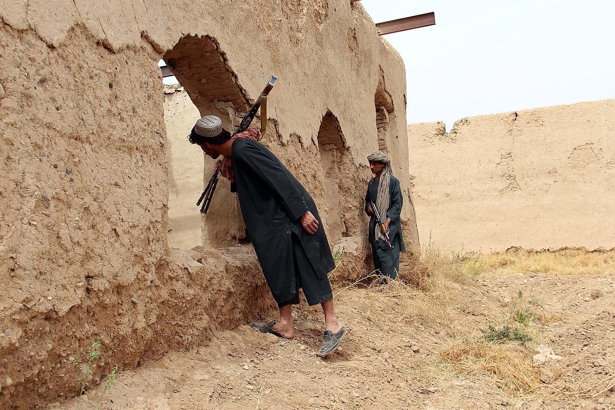 Afganistango milizia bateko kideak talibanen kontrako operazio batean, martxoan, Helmanden. ©WATAN YAR / EFE