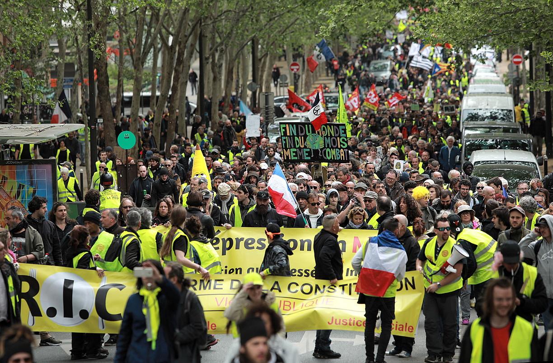 Milaka herritarrek bat egin zuten, atzo ere, Jaka Horien mugimenduarekin. Argazkian, Parisen egindako mobilizazioa. ©CHRISTOPHE PETIT TESSON / EFE