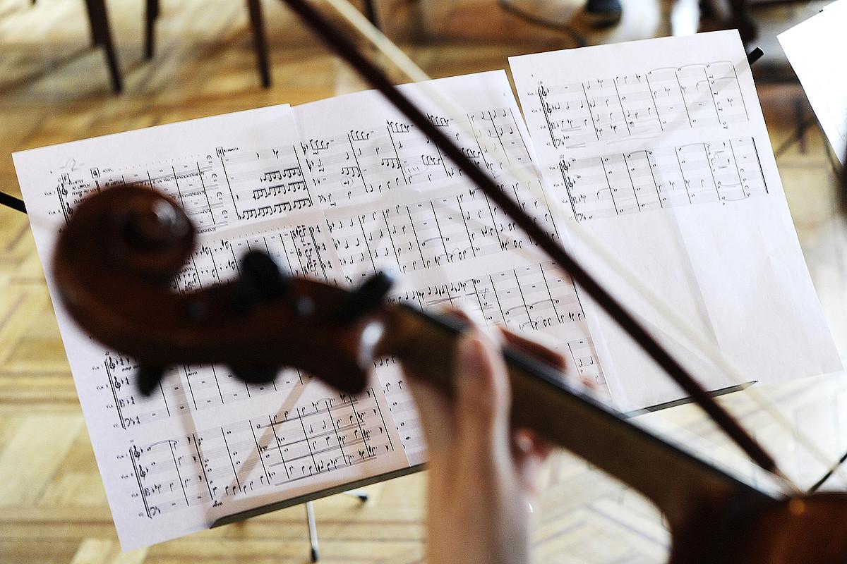 Musika garaikidea sortzen duten konpositore asko daude, eta elkarteak ere badituzte. ©I.U. / FOKU