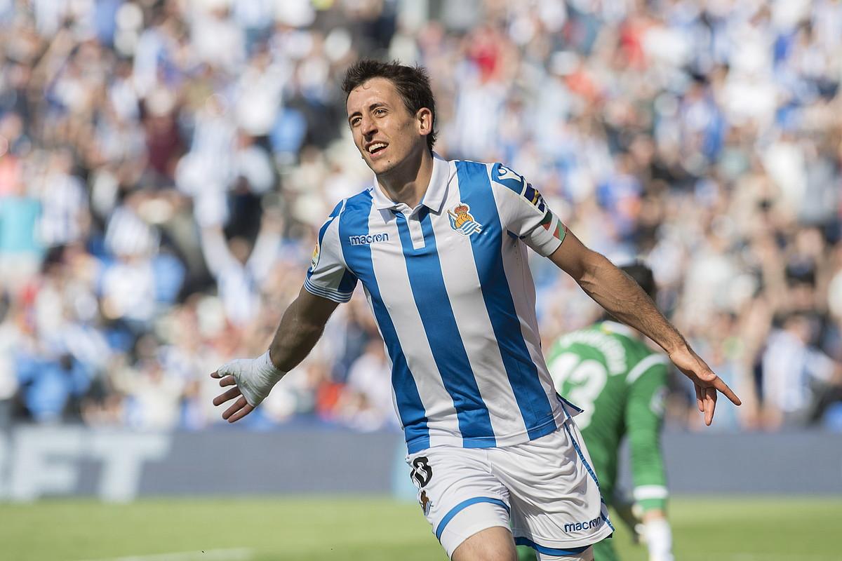 Mikel Oiartzabal atzo sartutako gola ospatzen. ©JUAN CARLOS RUIZ / FOKU