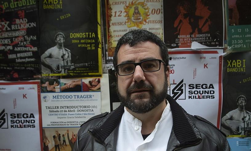 Xabier Etxaniz Rojo idazlea, <em>Denok gara Google</em> liburuaren aurkezpenean. ©JON URBE / FOKU