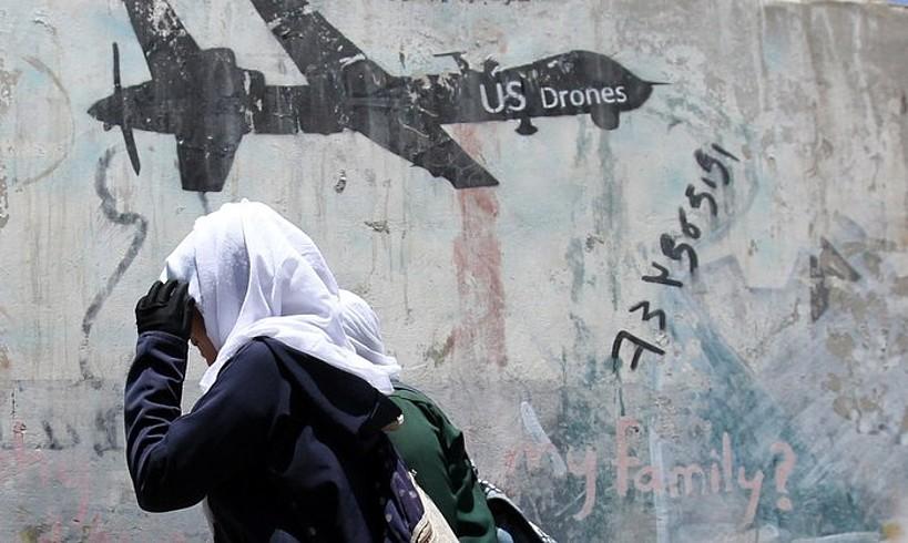 AEBek Yemenen egindako bonbardaketen kontrako grafitia, Sanan. Aurten sei aire eraso baino gehiago egin ditu Washingtonek herrialdean. ©YAHYA ARHAB / EFE