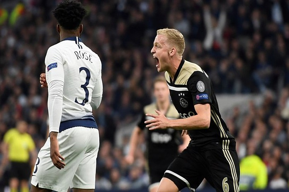 Donny Van de Beek, atzo sarturiko gola ospatzen. ©WILL OLIVER / EFE