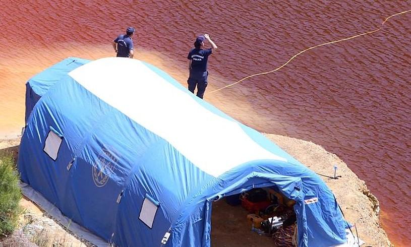 Poliziek gorpuak bilatzeko lanean jarraitzen dute. ©KATIA CHRISTODOULOU / EFE