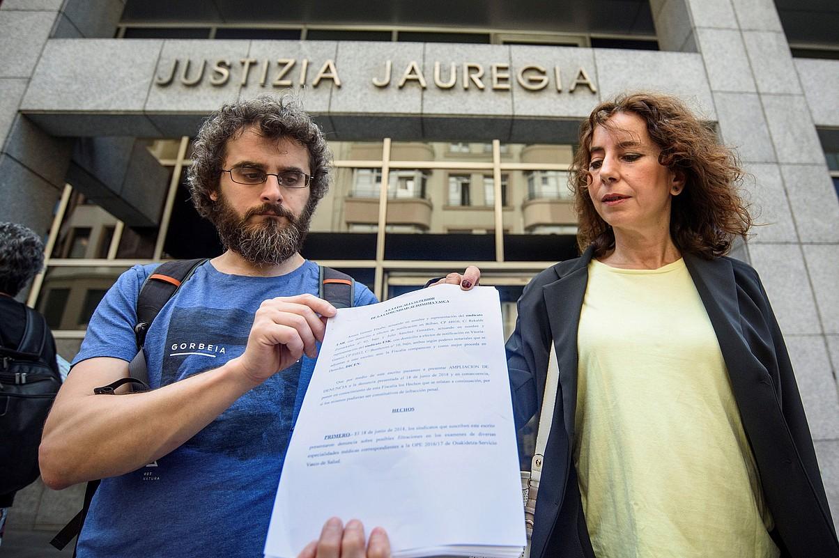 Sindikatuetako ordezkariak, epaitegian. ©JAVIER ZORRILLA / EFE