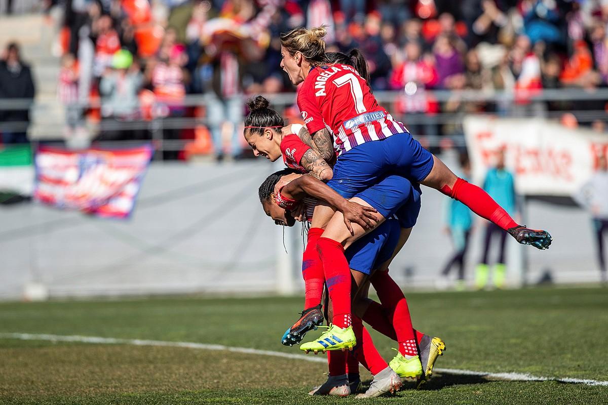 Ludmila Da Silva, Jennifer Hermoso eta Angela Sosa Atletico Madrileko jokalariak, gol bat ospatzen, denboraldi honetan. ©RODRIGO JIMENEZ / EFE