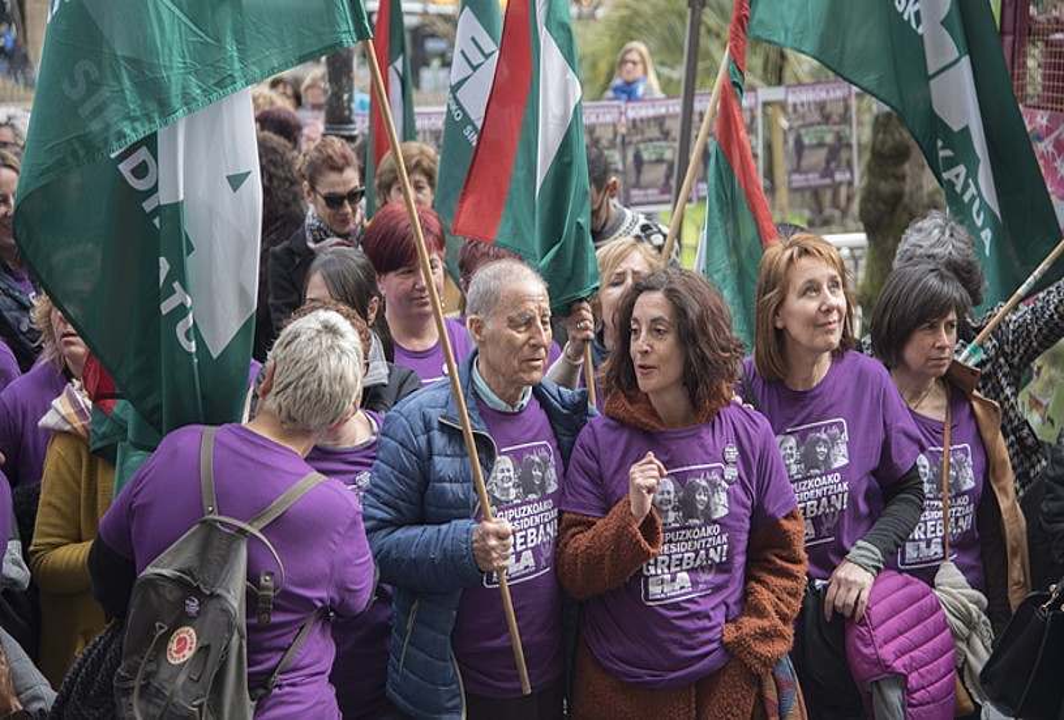 <b>Mobilizazioak.</b> Gipuzkoako zahar etxeetako langileak, protestetako batean. ©ANDONI CANELLADA /FOKU
