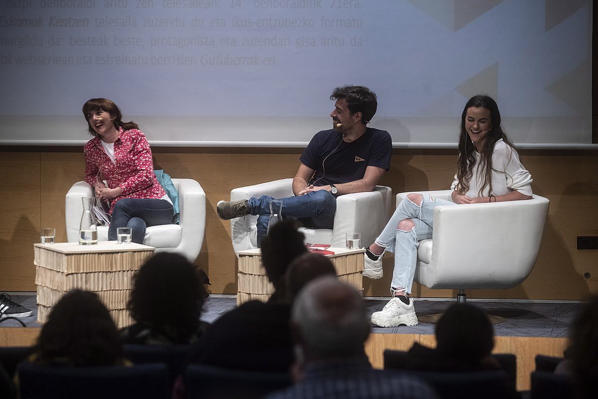 Olatz Beobide, Xabi Zabaleta eta Ainhoa Larrañaga, herenegun, Crossover jaialdian. ©JON URBE / FOKU