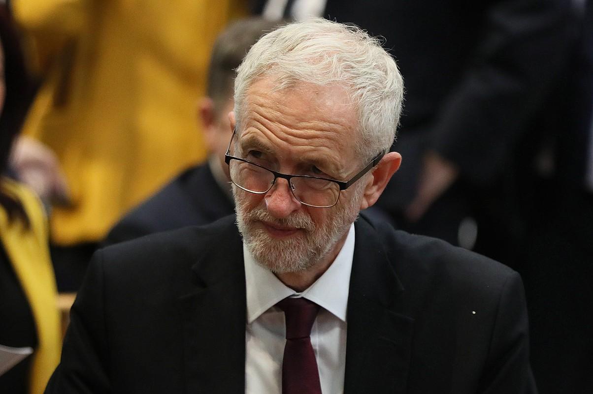 Corbyn laboristen buruzagia, iragan hilean, Belfasten, Lyra McKee kazetariaren hiletan.