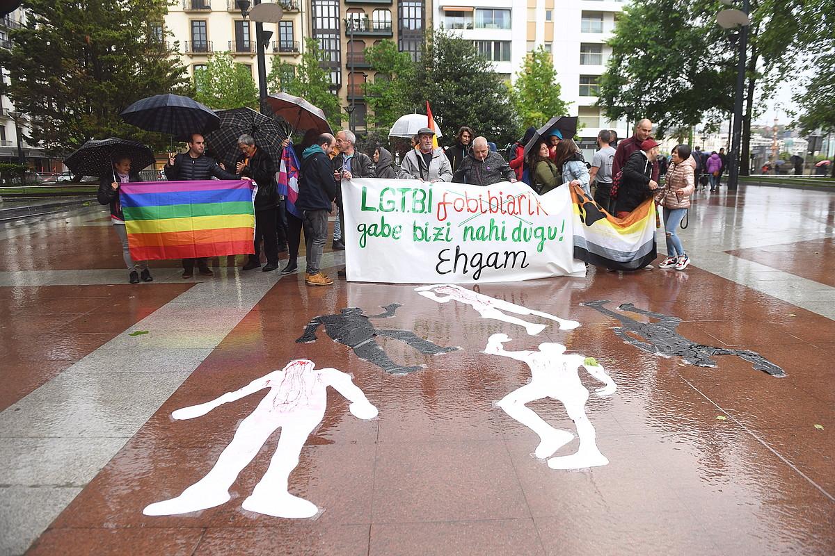 EHGAMek deitutako protesta, atzo, Donostian. ©JON URBE / FOKU