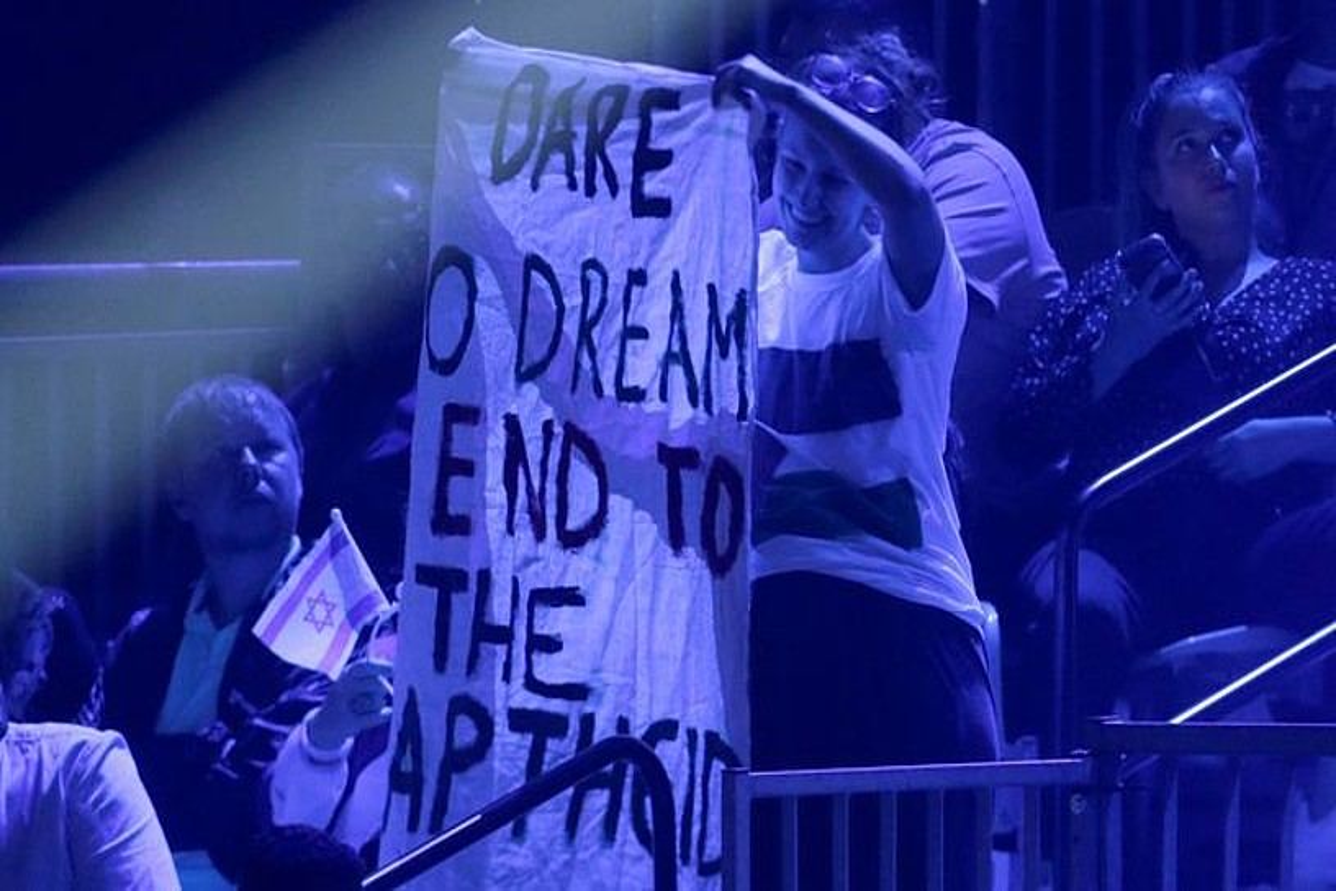 Ekintzaileak, ostegunean, Eurovisionen finalerdian: �Ausart zaitez apartheidaren amaiera amestera�. ©ABIR SULTAN / EFE