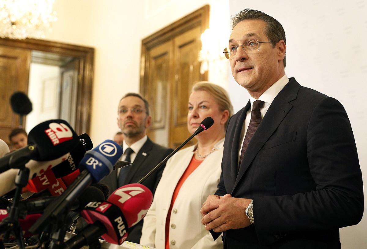 Heinz-Christian Strache, atzo, Vienan, dimisioa emateko deitutako prentsaurrekoan, azalpenak ematen. ©FLORIAN WIESER / EFE