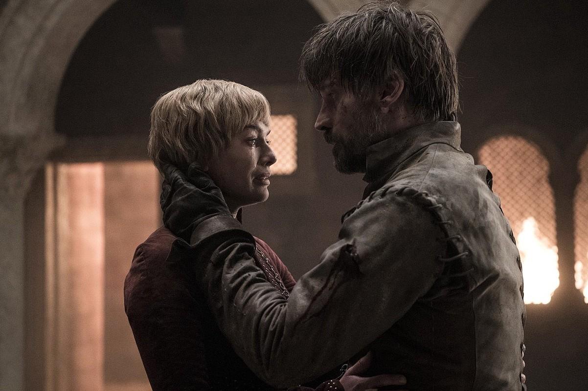 <em>Game of Thrones</em> telesaileko bi pertsonaia, fotograma batean. ©HELEN SLOAN / EFE