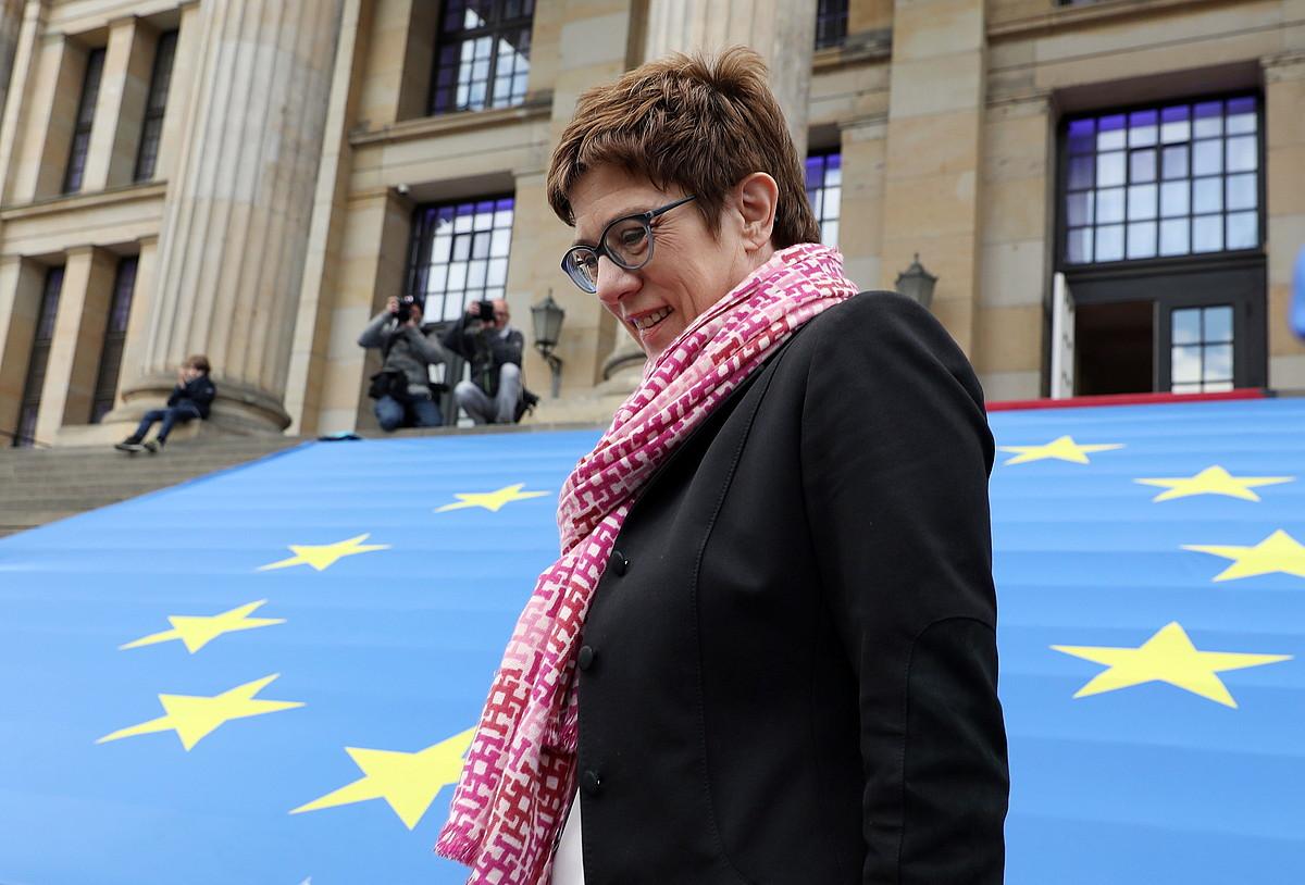 Annegret Kramp-Karrenbauer CDUko presidentea hilaren hasieran, Berlinen, Europaren Taupada mitinean. / FELIPE TRUEBA / EFE