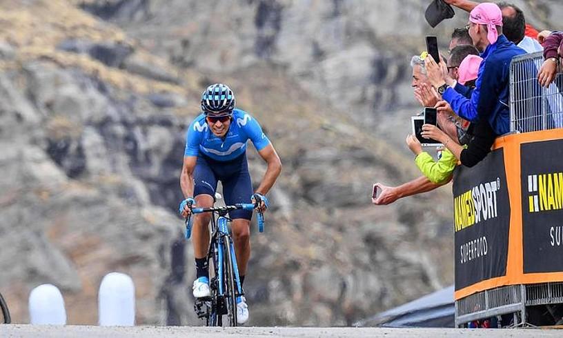 Mikel Landa, hortzak estututa, atzoko etapako azken kilometroak egiten.