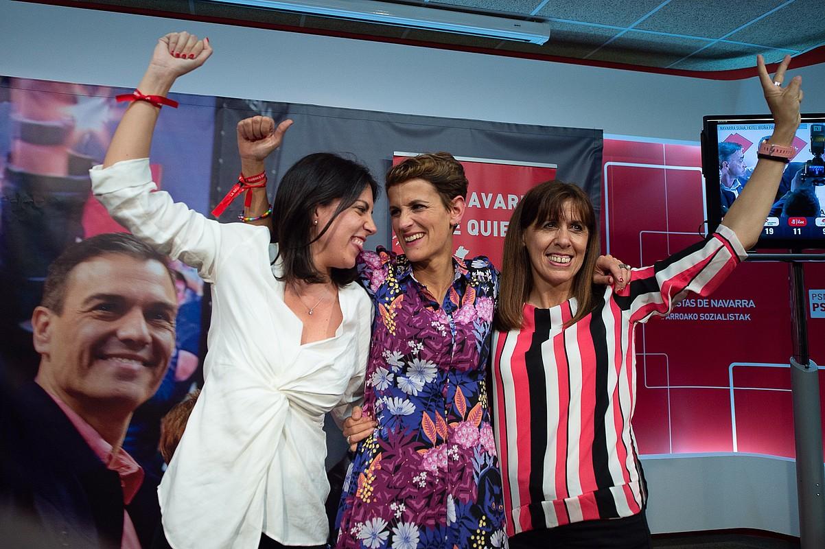 Adriana Maldonado, Maria Txibite eta Maite Esporrin, igandean. ©IÑAKI PORTO / EFE